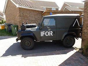 Land Rover.JPG