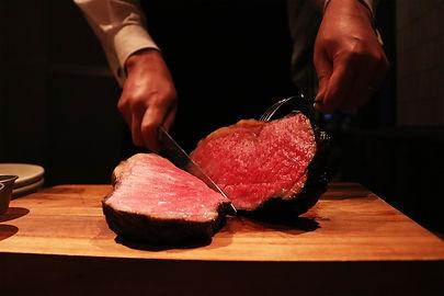 (5)ステーキ切るところ のコピー.jpg
