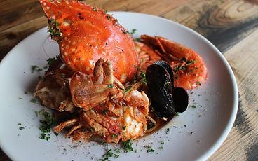 たっぷり魚介と丸ごと渡り蟹のトマトクリームパスタ.jpg