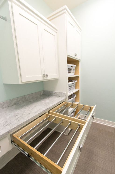 Drawer with removable rods