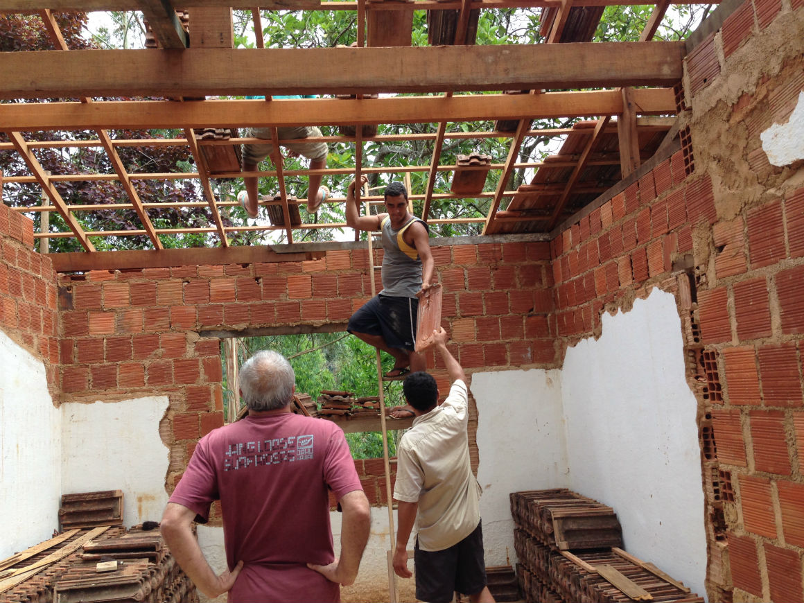 Colocando as telhas
