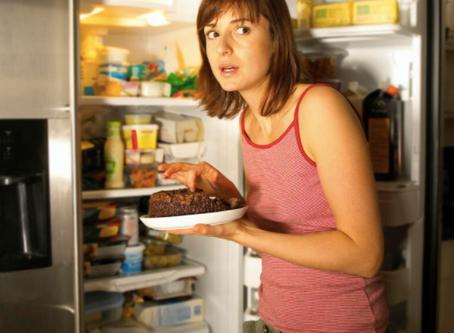 """¡NO comas por comer! te dejamos 5 tips para bajarle a la """"Comelona"""" en esta cuarentena"""