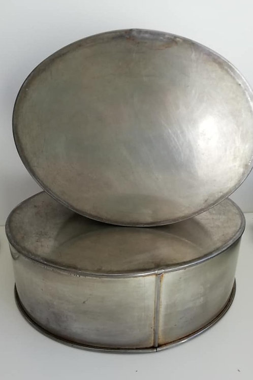 """Oval Cake Tins , 10"""" & 12"""" - EXHIRE Invicta Tins - Sold as seen"""
