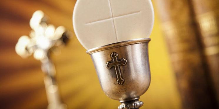 web-eucharist-host-chalice-communion-sebastian-duda-shutterstock_217229680.jpg