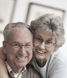 Ältere MF Paar mit Brille
