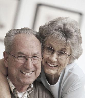 MF pareja mayor con gafas
