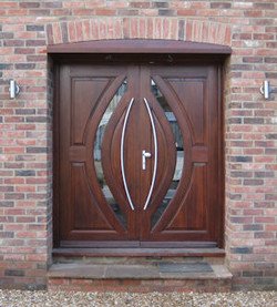 Double entrance doors in Mahogany
