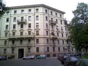 Una vecchia casa milanese affacciata sul parco Solari