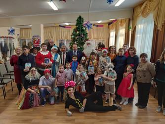 Сергей Великий вручил подарки детям Центра детского и юношеского технического творчества