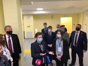 Губернатор и родительская общественность приняли новую школу в Нижневартовске