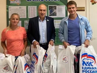 К акции «Собери ребёнка в школу» подключился коллектив СШОР «Самотлор»