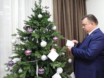 Депутаты принимают участие в благотворительной акции «Ёлке желаний»