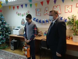 Мечты сбываются: участники клуба «САМиТ» получают подарки от депутатов-единороссов