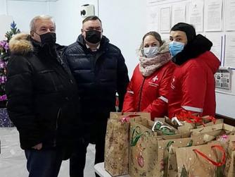 Депутаты оказывают поддержку медицинским работникам