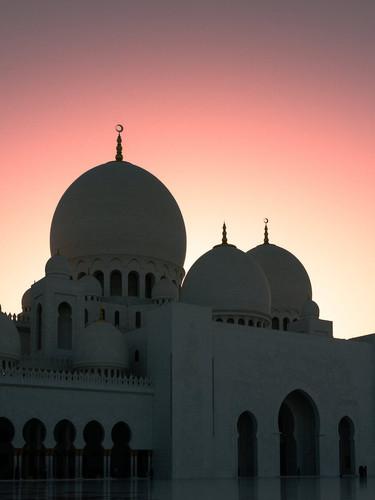 Sheikh-Zayed-Mosque-dusk