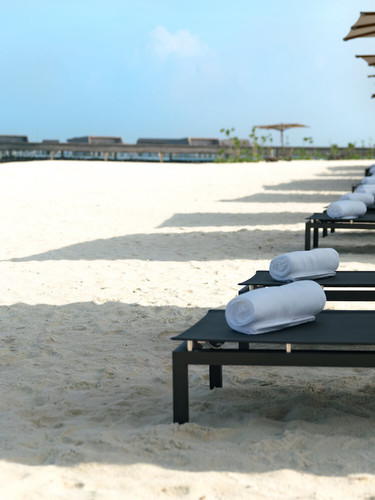 St-Regis_Maldives-resort-beach_loungers
