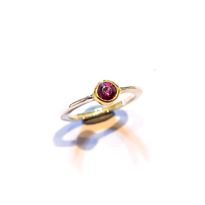 Round ruby tapered ring