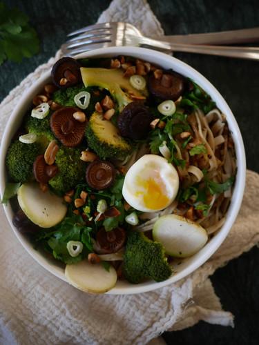 Tagliatelles de riz aux champignons et légumes