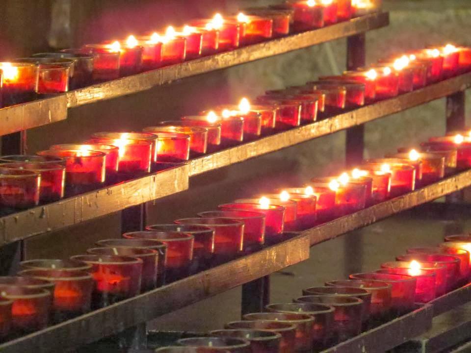 Velas rojas Iglesia de San Patricio, New York.