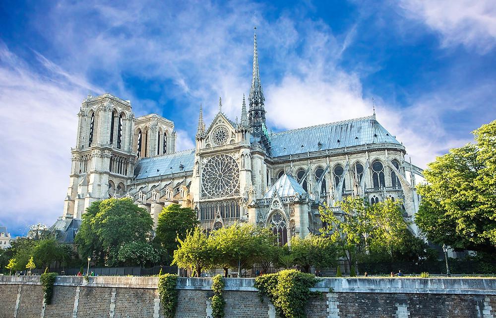 Exterior de Notre Dame de Paris.