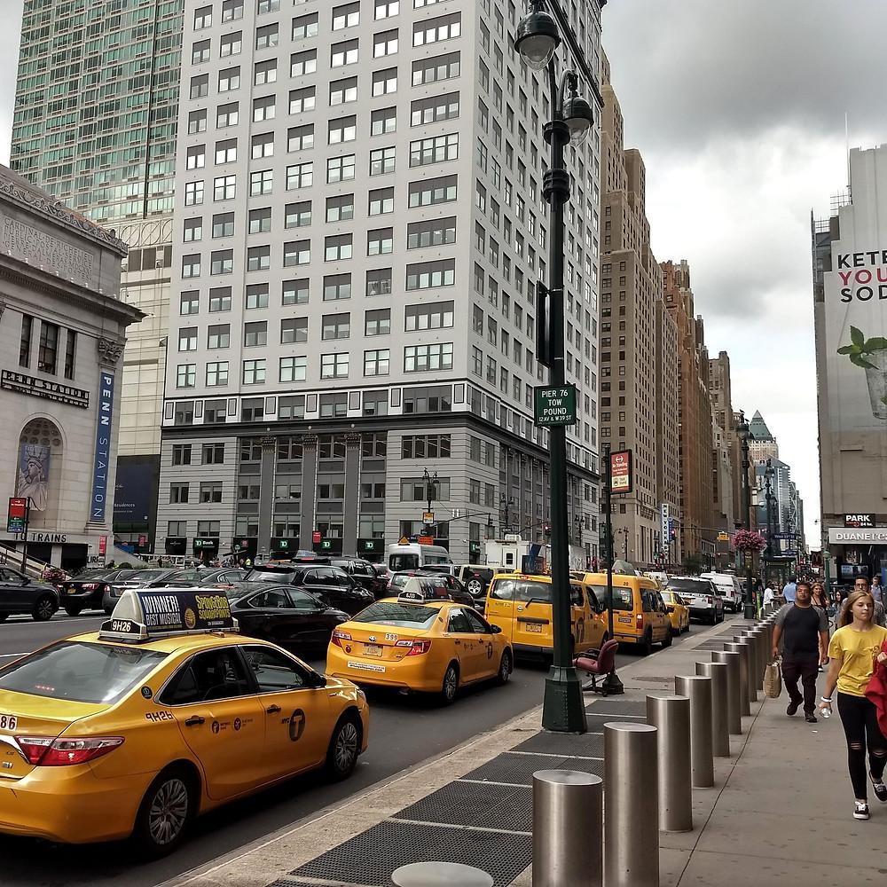 Manhattan, New York. Gris y amarillo. Acordes de colores