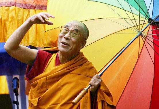 Dalai Lama colores paraguas arcoiris