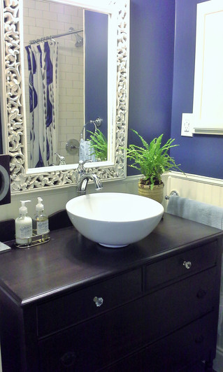 Pop of Color in a Guest Bath