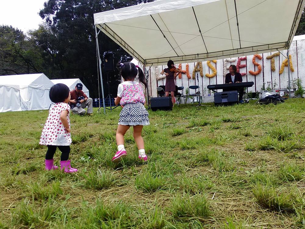 Dancing children with Norkul TOKYO