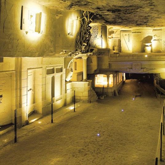 cave-champignonniere-des-roches-bourre.j