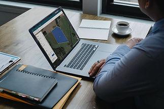 laptops_monitor.jpg