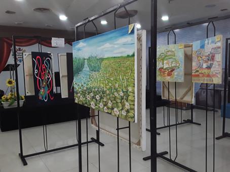 Telas de artistas renomados estão à venda na Livraria AMEI