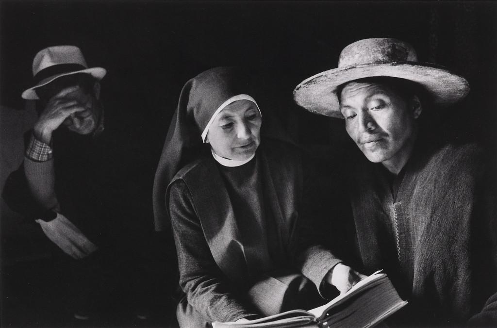SALGADO-Sebastiao-Ecuador-Nun-reading-1982.ps_-1024x676