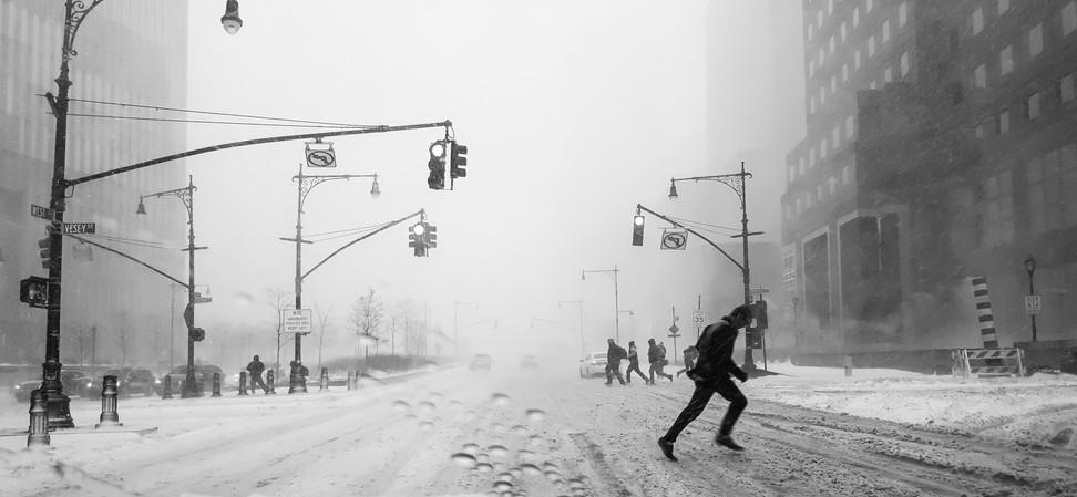 Man runs in blizzard-NYC