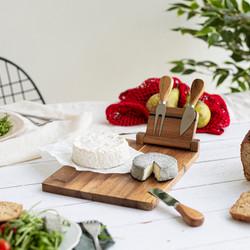 Plateau à fromage avec ustensiles