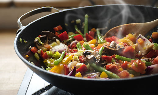 steaming mixed vegetables in the wok asi