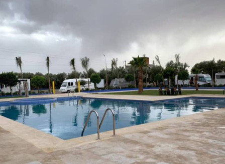 Maire et camping-cariste, bloquée au Maroc, Annick administre sa commune à distance