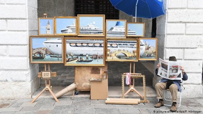 PublicArt - Banksy poses as a local Art Vendor, Venice Biennale Arte 2019