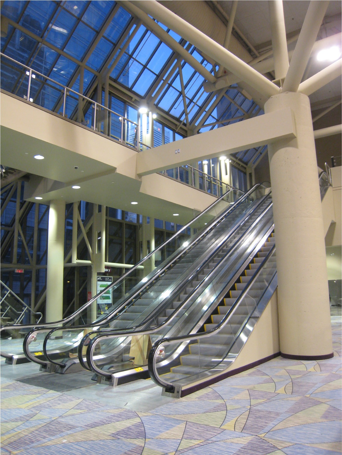 03_New_Triple_Escalator_photo