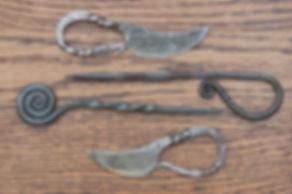 Two iron age eating sets, spisepind and kvindens' kniv