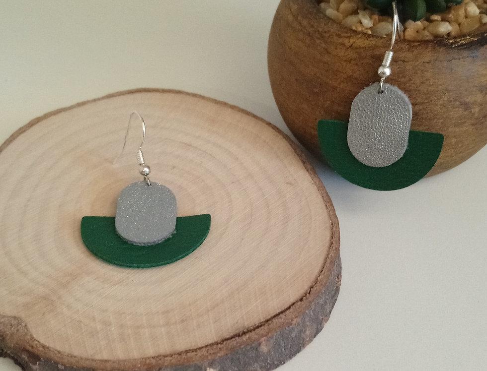 Boucles d'oreilles argentées et vert en cuir