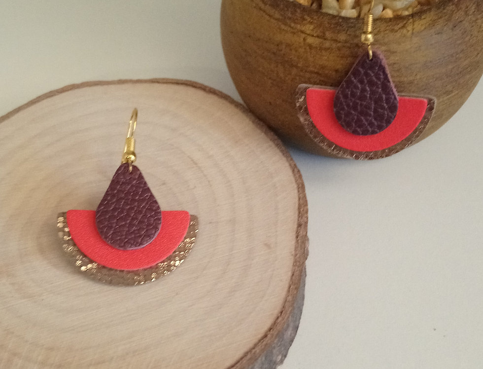 Boucles d'oreilles aubergine, rouge et brillantes en cuir