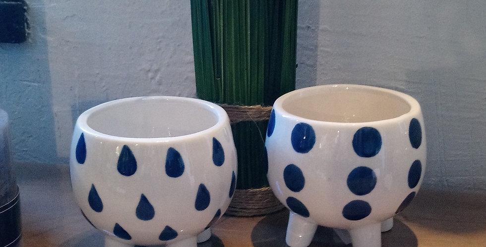 Cache-pot blanc et bleu