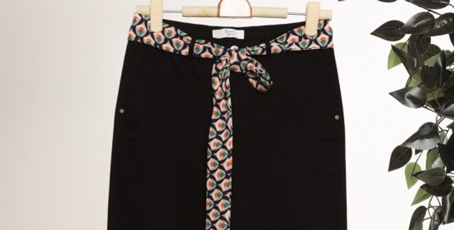 Pantalon noir avec ceinture fantaisie
