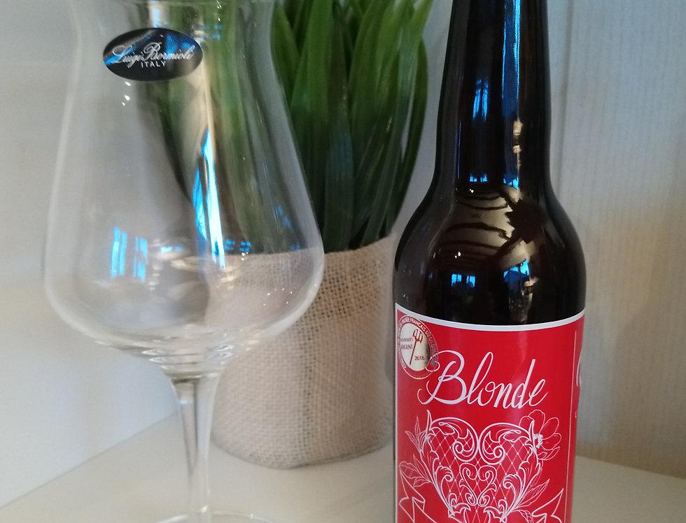 Bière blonde amour et verre à bière