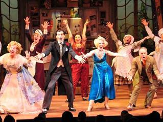O teatro no teatro: 10 anos (e 10 curiosidades) de A Madrinha Embrigada na Broadway.