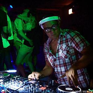 DJ Speed rockin' a club in Chicago