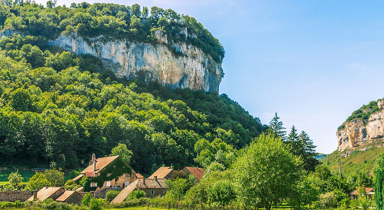 Picturesque%20medieval%20village%20Chate