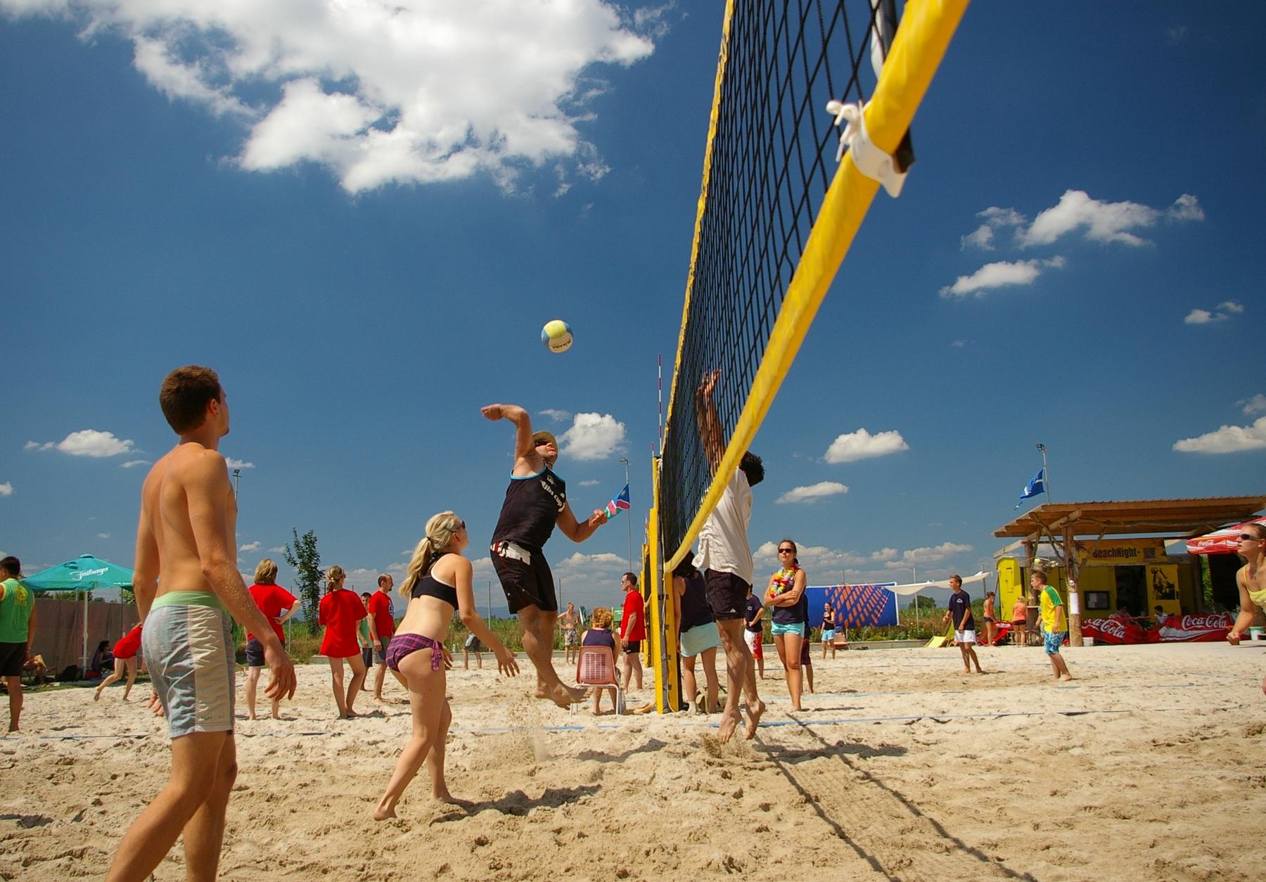 activité-team-building-détente-entreprise-olympiades-été-plage-beach-soccer-volley-tennis-evenemente
