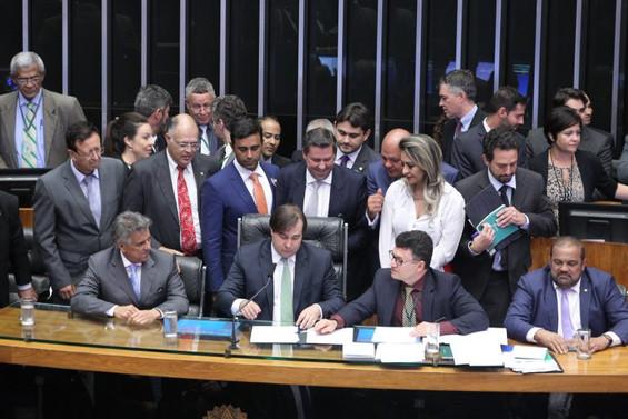Rodrigo Maia é reeleito Presidente da Câmara