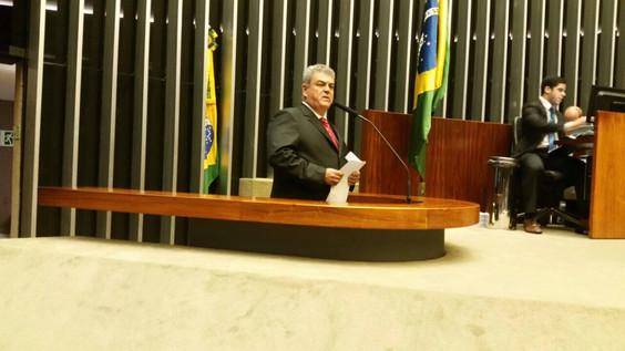 Em defesa da saúde – Deputado Federal Misael Varella discursa a favor de melhorias no SUS